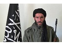 Mokhtar Belmokhtar in einem Drohvideo. - © (Screenshot)