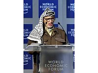 Arafat führte die PLO aus der Isolation. Hier spricht er beim World Economic Forum 2001. - © World Economic Forum / Remy Steinegger / Creative Commons