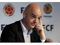 FIFA President Gianni Infantino attends a press conference at the Soccer Federation headquarters in Bogota, Colombia, Thursday, March 31, 2016. Infantino is on a two-day official visit to Colombia. (AP Photo/Fernando Vergara) - © AP