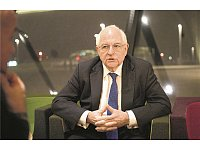 Martin Wolf in der Bibliothek der WU-Wien im Interview. - © Christian Wind