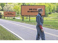 "Im Clinch mit der Polizei: Frances McDormand in ""Three Billboards Outside Ebbing, Missouri"". - © Fox"
