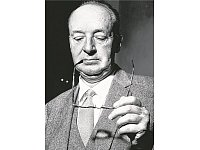 Poetik des Durchblicks: Vladimir Nabokov, ca. 1959. - © Foto: Hulton-Deutsch Collection/Corbis