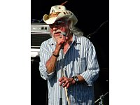 Ray Sawyer bei einem Konzert im Jahr 2009. - © By Bluenose Canoehead [CC BY-SA 2.0 (http://creativecommons.org/licenses/by-sa/2.0)], via Wikimedia Commons