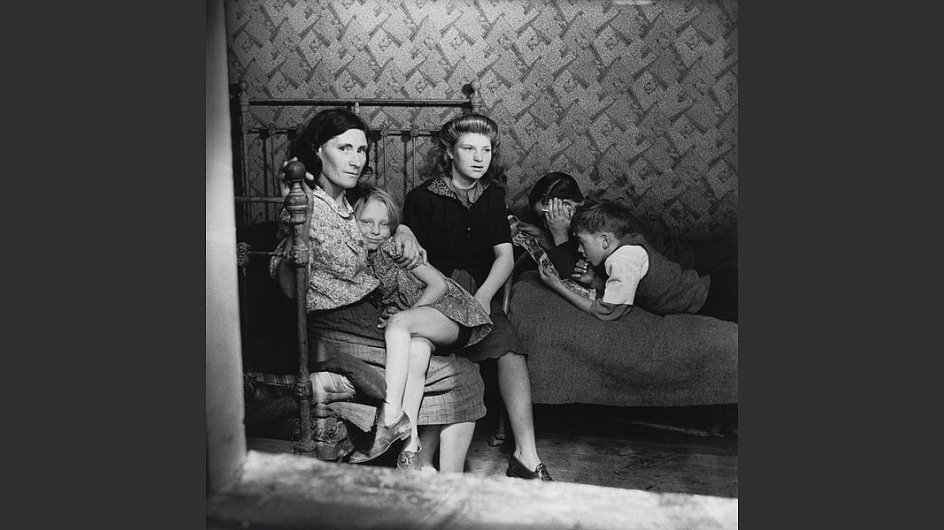 <span style=&#34;font-weight: bold;&#34;>Familie Stepney, London, um 1932</span> - &copy; Scottish National Portrait Gallery / Archive presented by Wolfgang Suschitzky 2004&nbsp;