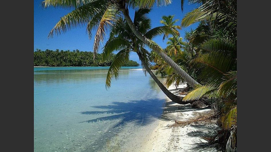 Nicht nur Fototapete sondern beliebtes Ausflugsziel ist der Sandstrand auf der <span style=&#34;font-weight: bold;&#34;>One Foot Island vor Aitutaki auf den Cook Islands</span>. - &copy; Emeseee,  Gemeinfrei, <a href=&#34;https://commons.wikimedia.org/w/index.php?curid=6566135&#34; target=&#34;_blank&#34;>https://commons.wikimedia.org/w/index.php?curid=6566135</a>&nbsp;