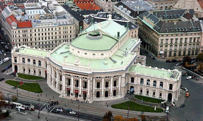 Luftbild von Wien / Burgtheater.Photo: Michaela Bruckberger